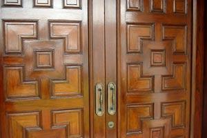 Consejos para decorar puertas con molduras for Decorar puertas con molduras